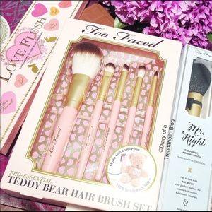 🆕🐻 Too Faced Teddy Bear Hair Brush Set